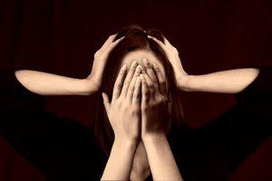 El estrés puede definirse como una respuesta a las demandas ambientales y a la presión.